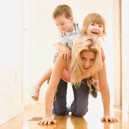 Gyerekek anyukával