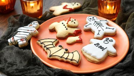 scary_halloween_cookies_86970_16x9