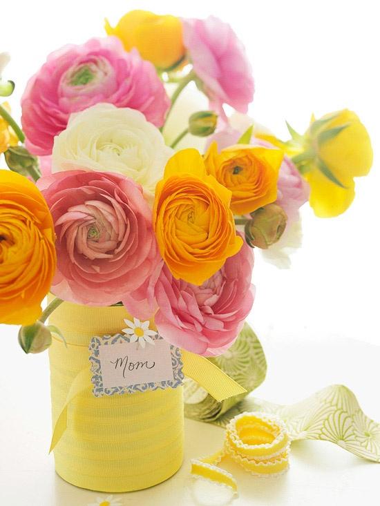 szalaggal áttekert váza