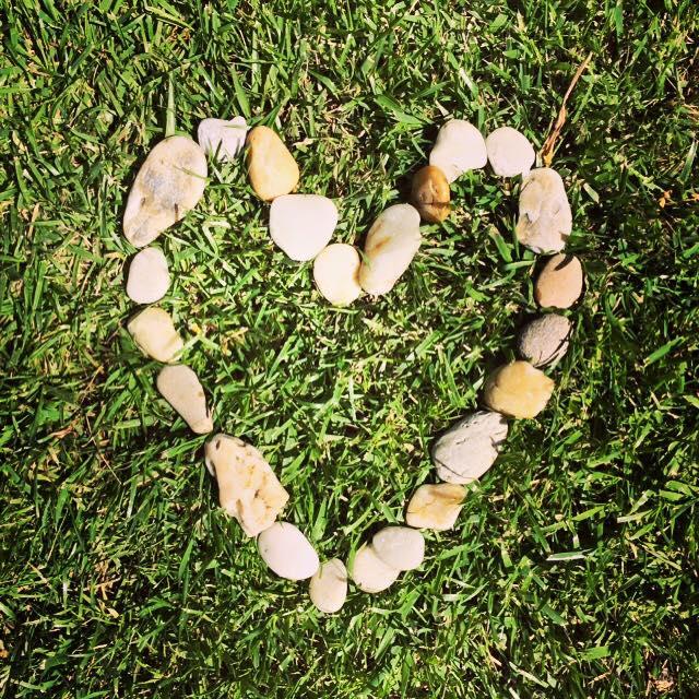 szív kövekből