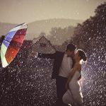 55 lélegzetelállító esküvői fotó – esőben!